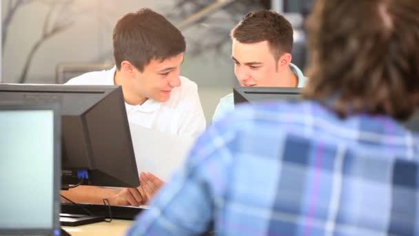 studenti pomocí univerzitní vzdělání internetové aplikace