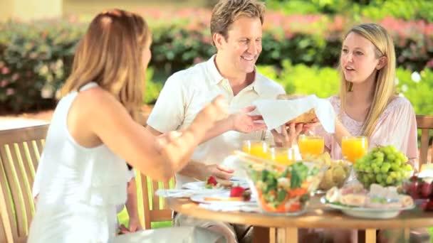 rodiče a dcery jíst málo tuku oběd