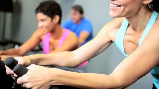 Členové klubu fitness cvičení
