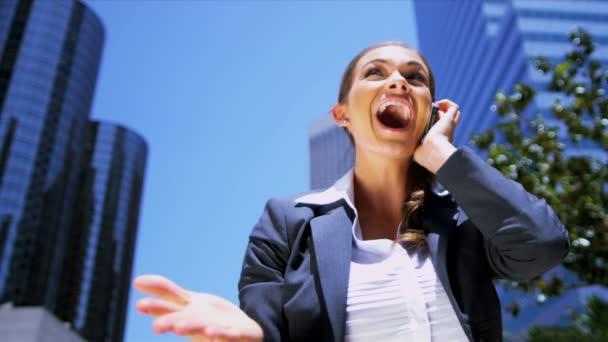 žena na smartphonu