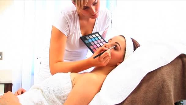 krásná brunetka s kosmetika na zdraví  krása spa
