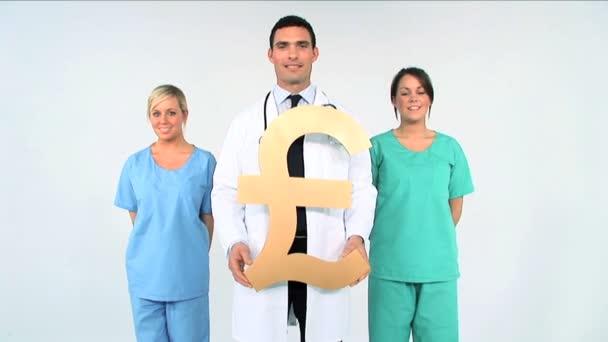 lékařský tým se symbolem libra na bílém pozadí