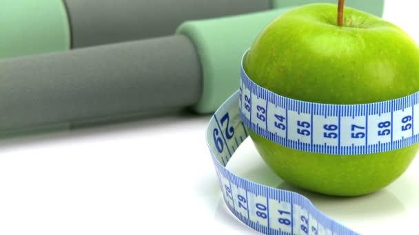 Studio close-up čerstvého ovoce  cvičení pomůcky pro zdravé bydlení
