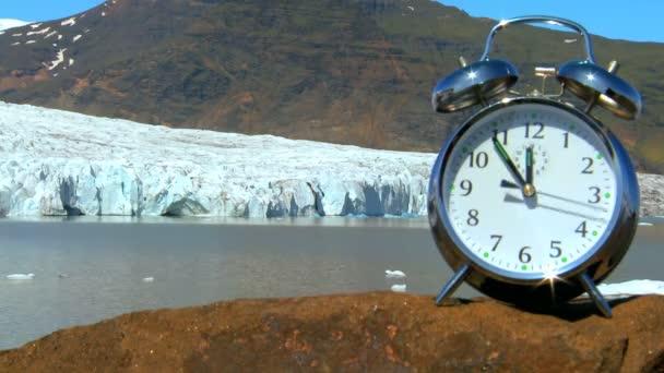 Gyorsított koncepció lövés a kezét egy óra mozgó leggyorsabban idő éghajlat változás elfogy megakadályozására