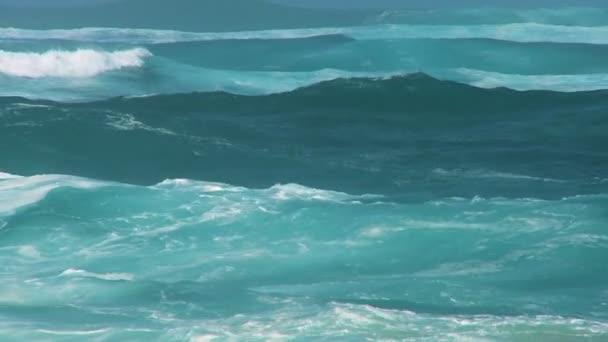 větrem hnaným vysoké vlny