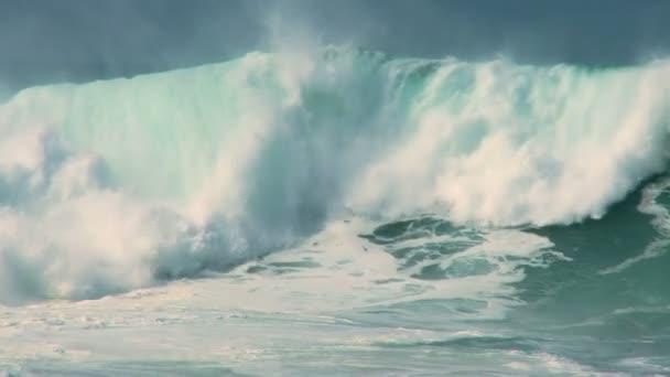 výkonné surfování vlny