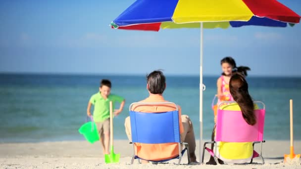 ビーチ休暇の家族の楽しみ