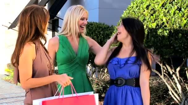 dívky nakupování a zábavy