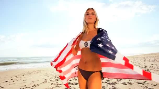 Pláž dívka baví