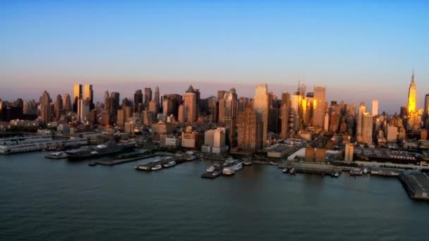 Letecký pohled na centrum Manhattanu v západu slunce, ny, usa