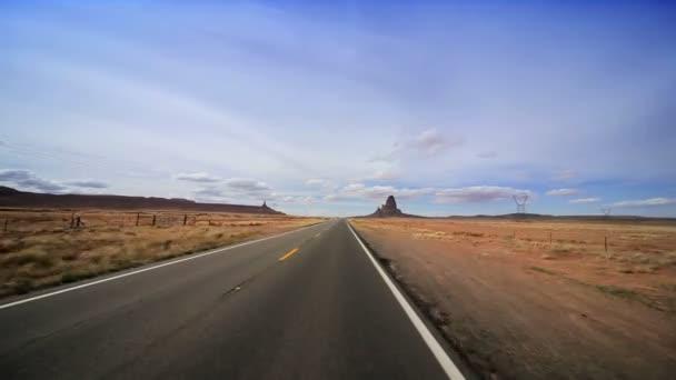 Pouštní silnici směrem na monument valley