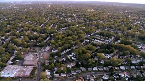Letecký pohled na domy na předměstí new jersey, státu new york, usa