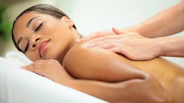 klient lázně relaxační masážní terapie