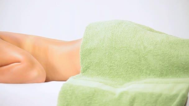 Barna Spa ügyfél pihentető masszázs terápia után