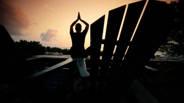 Jóga klid při východu slunce