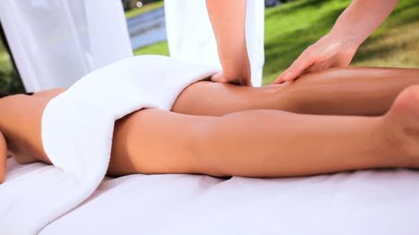 Asijská dívka užívat masáže