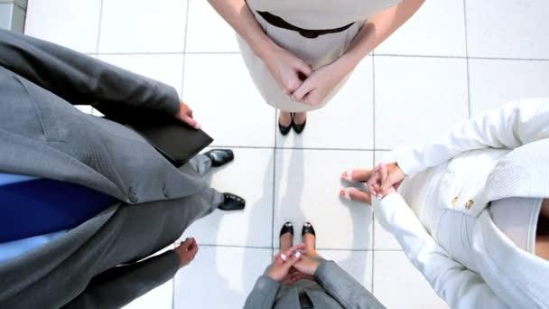 team building handshake podnikání