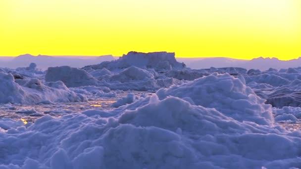Naplemente alatt sarkvidéki gleccserek