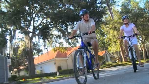 Idősebb pár kerékpáros életvitel