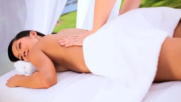 masérka použití oleje pro masážní terapie