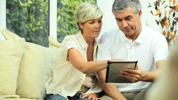 středního věku pár potřebuje finanční řešení
