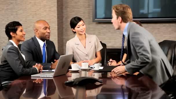 Multi-ethnisch-Unternehmensgruppe im Meeting