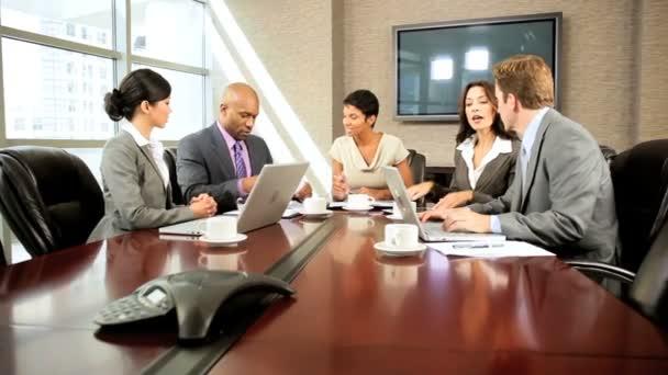 zasedací místnosti setkání multi etnické obchodního týmu