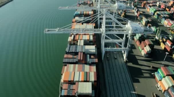 Letecký pohled na přístav z Oaklandu, san francisco, usa