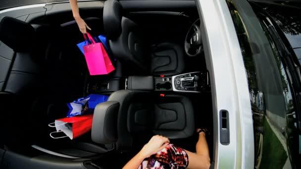 režijní přítelkyně luxusní auto maloobchodní terapie