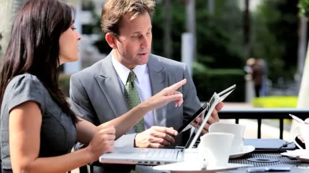 chytrý obchodní vedení schůzky venku