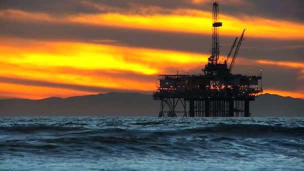 Ropná plošina jeřáby offshore soumraku