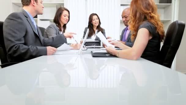 Kavkazská podnikání ženské vůdce úspěšný tým