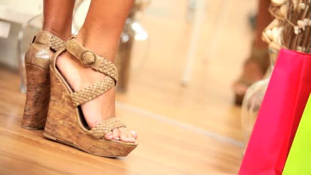 Kipróbálás piros Stiletto cipők-méret