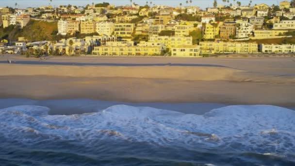 Letecký pohled na pláži domů, usa