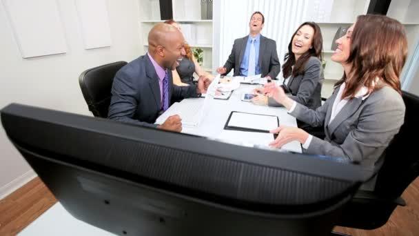 obchodní tým video konference překvapení dobré zprávy