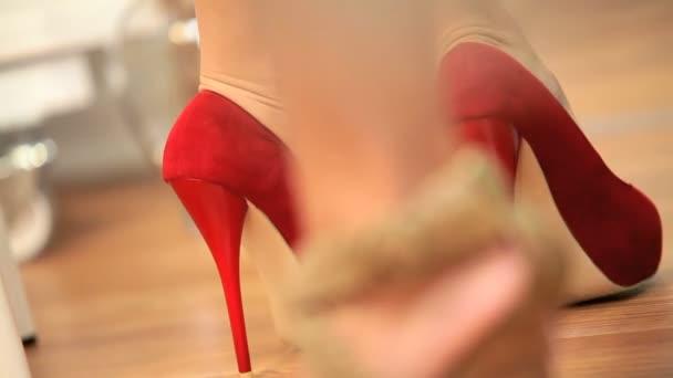Keresi az új cipők Boutique tükör