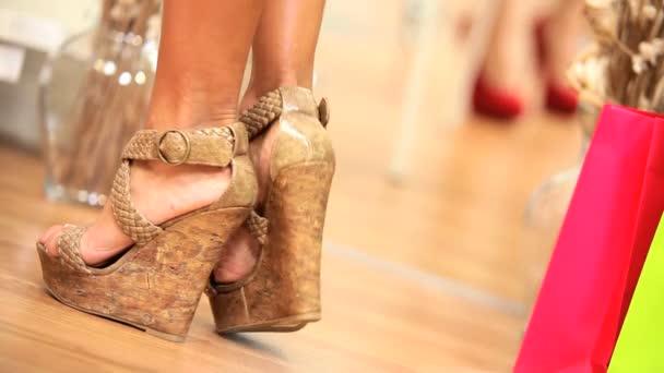 dívky se snaží nové boty