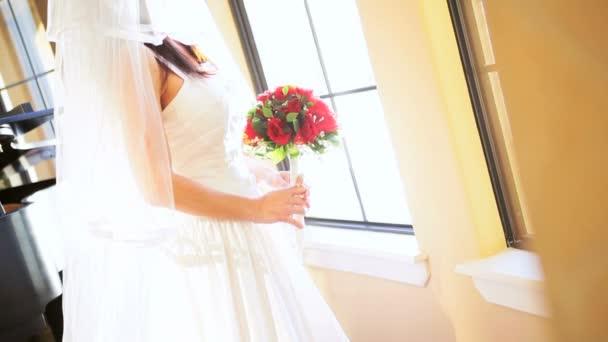 portrét kavkazské nevěsta tradiční bílá svatba