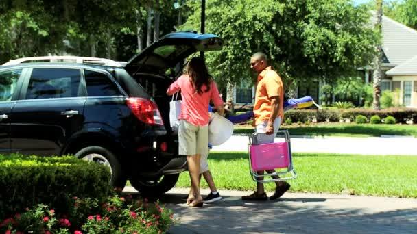 Rodiče a syna balení auto