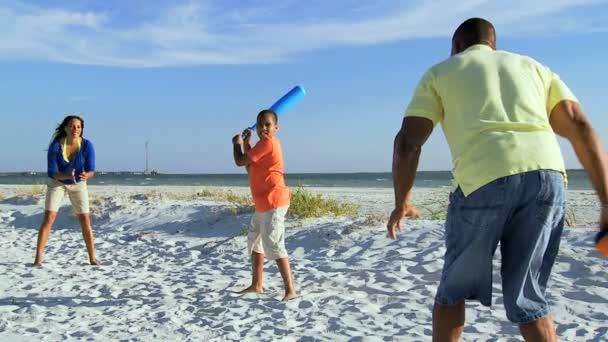 rodiče a syna hrát baseball