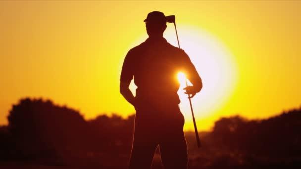 golfspelare skuggning hans ögon