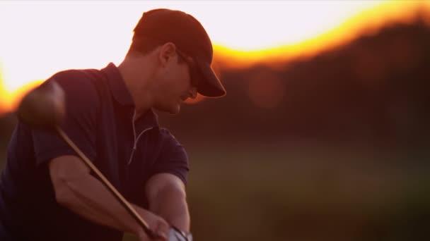 profesionální, cvičí jeho swing Golf