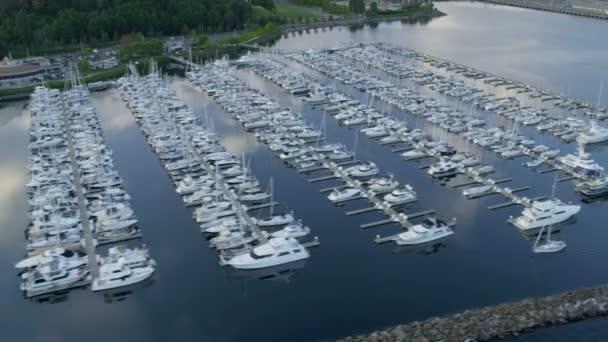 Letecký pohled na yacht marina smith cove, seattle, usa