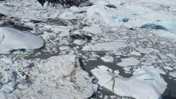 Luftaufnahme der Moräne bedeckt Eis fließt von Knik-Gletscher, Alaska, usa