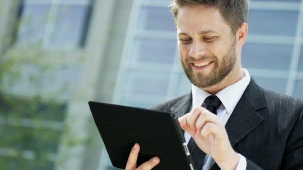 podnikatel s tabletem