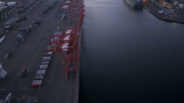Letecký pohled na přístav ostrova a ropy zásobní nádrže, seattle, usa