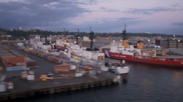 Letecký pohled na západ slunce přístav ostrova port seattle, usa