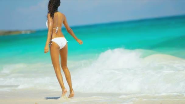 hispánský dívka luxusní beach dovolená