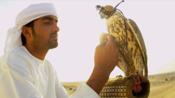 Fava di uomo arabo in vestito tradizionale