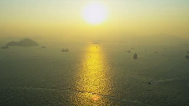 Komerční tankery a kontejnerové lodě